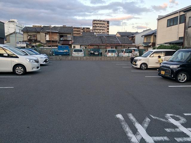 下京区西七条にある「塩元帥」駐車場