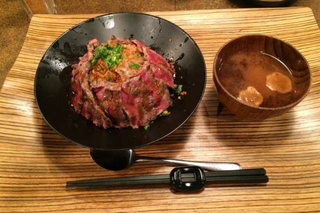 「佰食屋」ステーキ丼