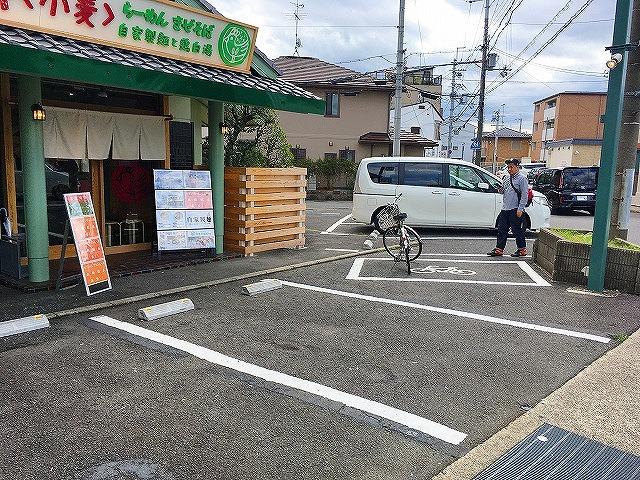 「コムギノキラメキ」駐車場