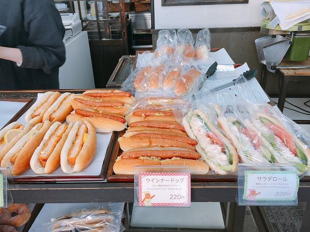 「まるき製パン」店内