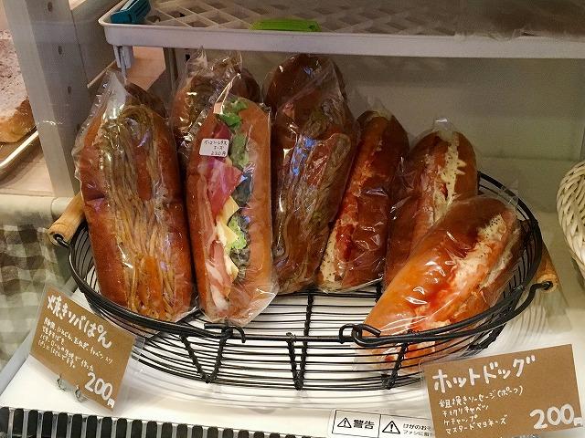 「白はとベーカリー」総菜パン