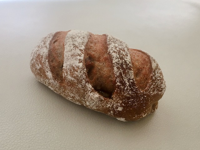 「白はとベーカリー」いちじくの全粒粉100%のパン